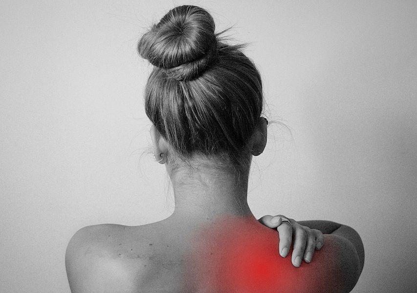 Dolore al collo? Ecco 10 infallibili metodi per liberarsene